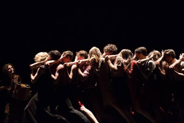 """Gauthier Dance//Dance Company Theaterhaus Stuttgart in Mauro Bigonzetti's """"Cantata""""; photo Hayim Heron"""